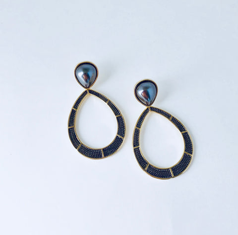 NYC Black Shell Pearl Earring