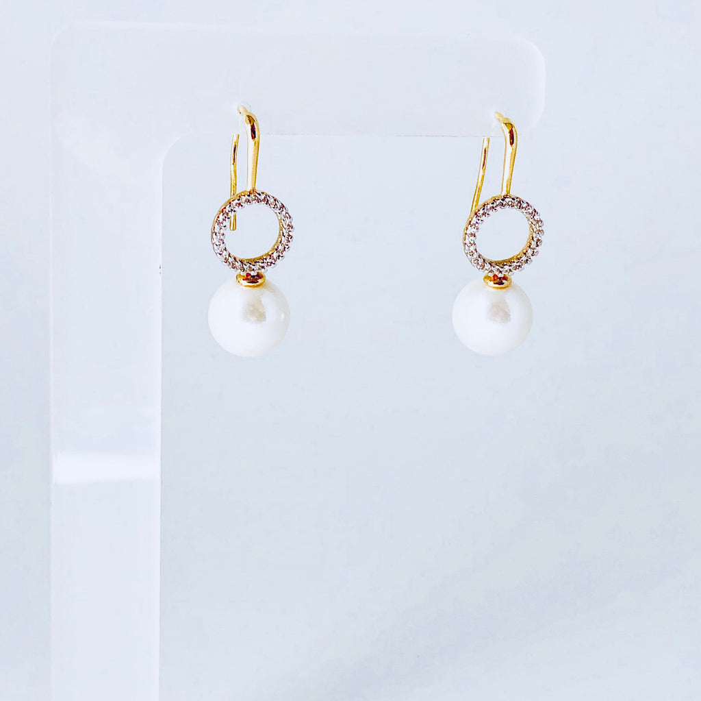 NYC White Shell Pearl & Zirconia Earring