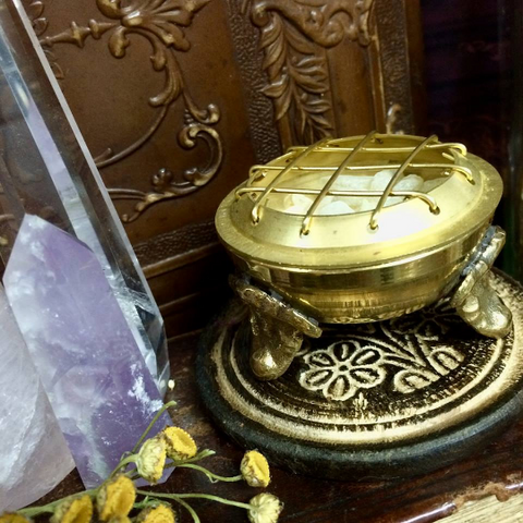 "Resin Burner~ Clawfoot ~ Tripod ~ For Incense and Offerings~ Small 1.80"" Dia~ Comes with Wood Stand~ - Moon Goddess Magick Apothecary"