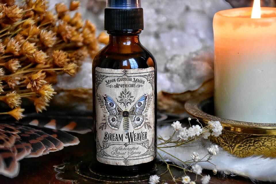 Dream Weaver Essential Oil Spray ~ Lucid Dreaming ~ Astral Travel~ Dream Recall ~ Crystal Charged with Amethyst