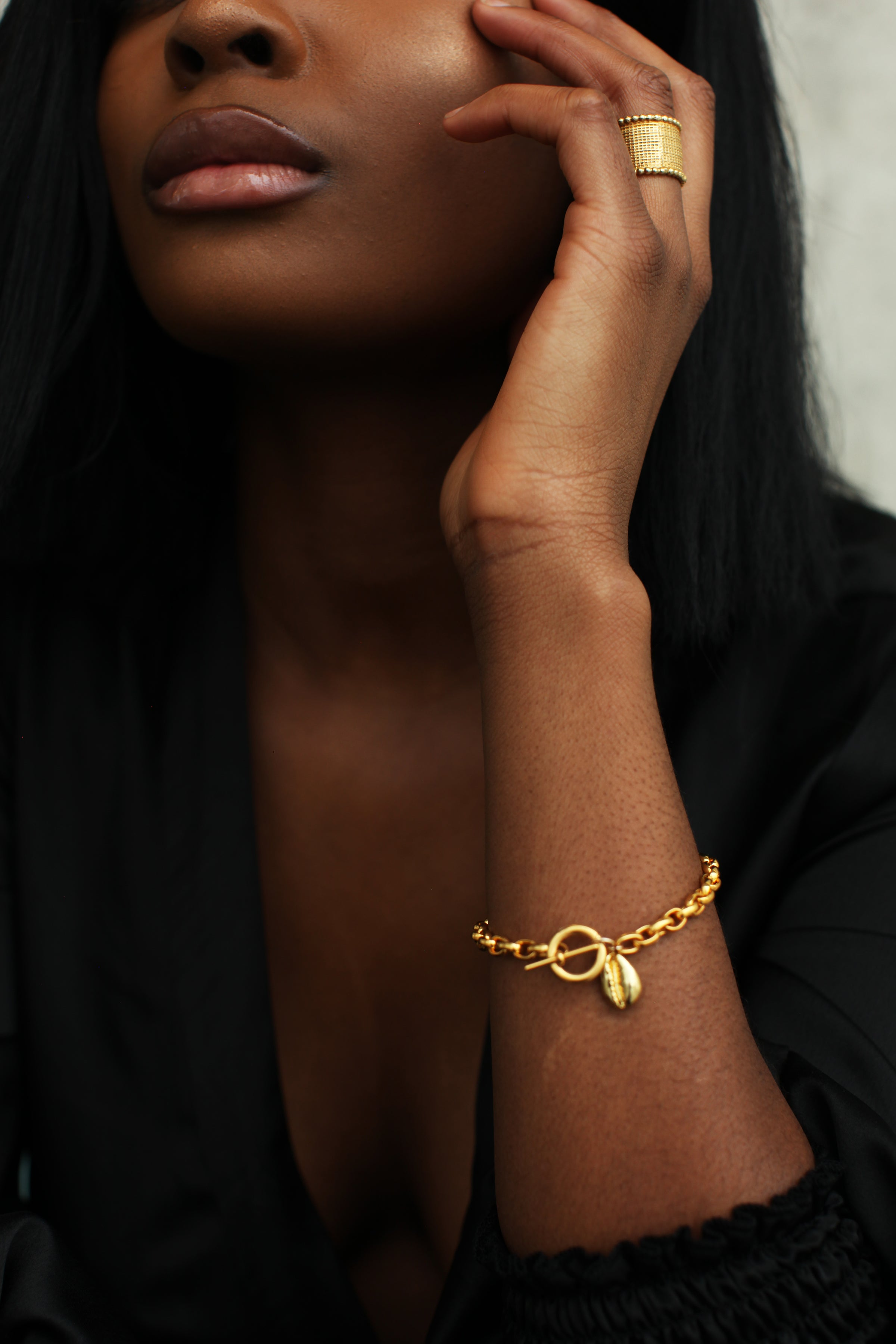THE TOGGLE II Bracelet with Cowrie Pendant