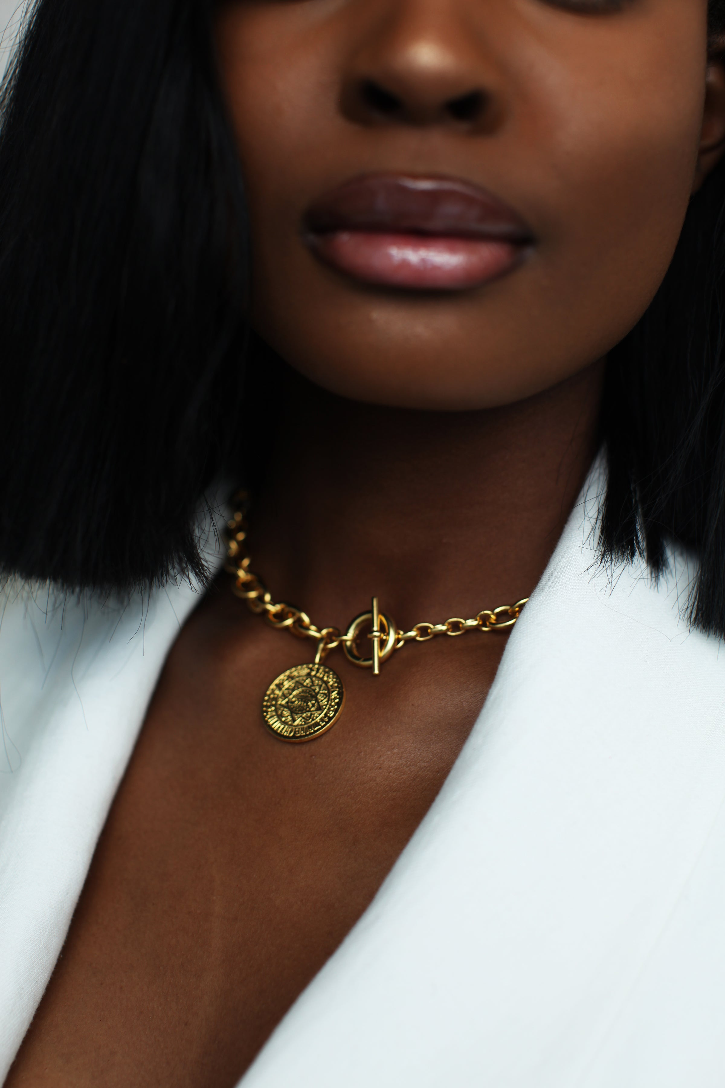 THE TOGGLE IV Necklace with Coin Pendant in Silver