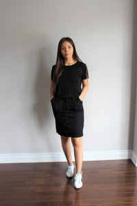 knee-high dress with self drawstring in black
