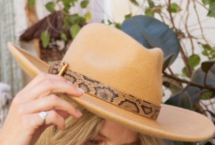 Sleek Snake Hat - Brown