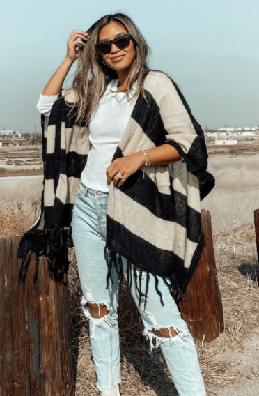 Evening Out Poncho - Black