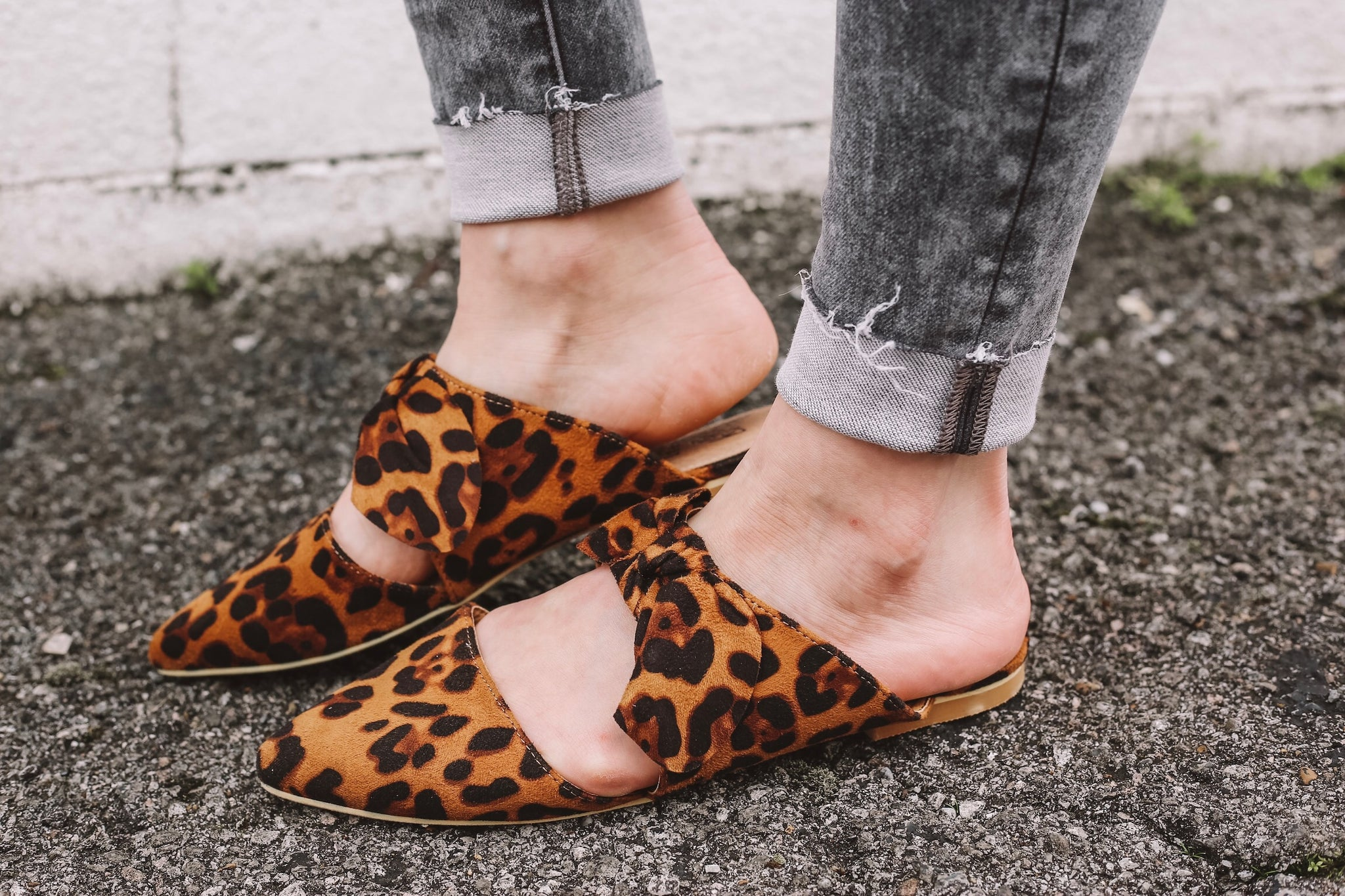 Leopard Bow Slides