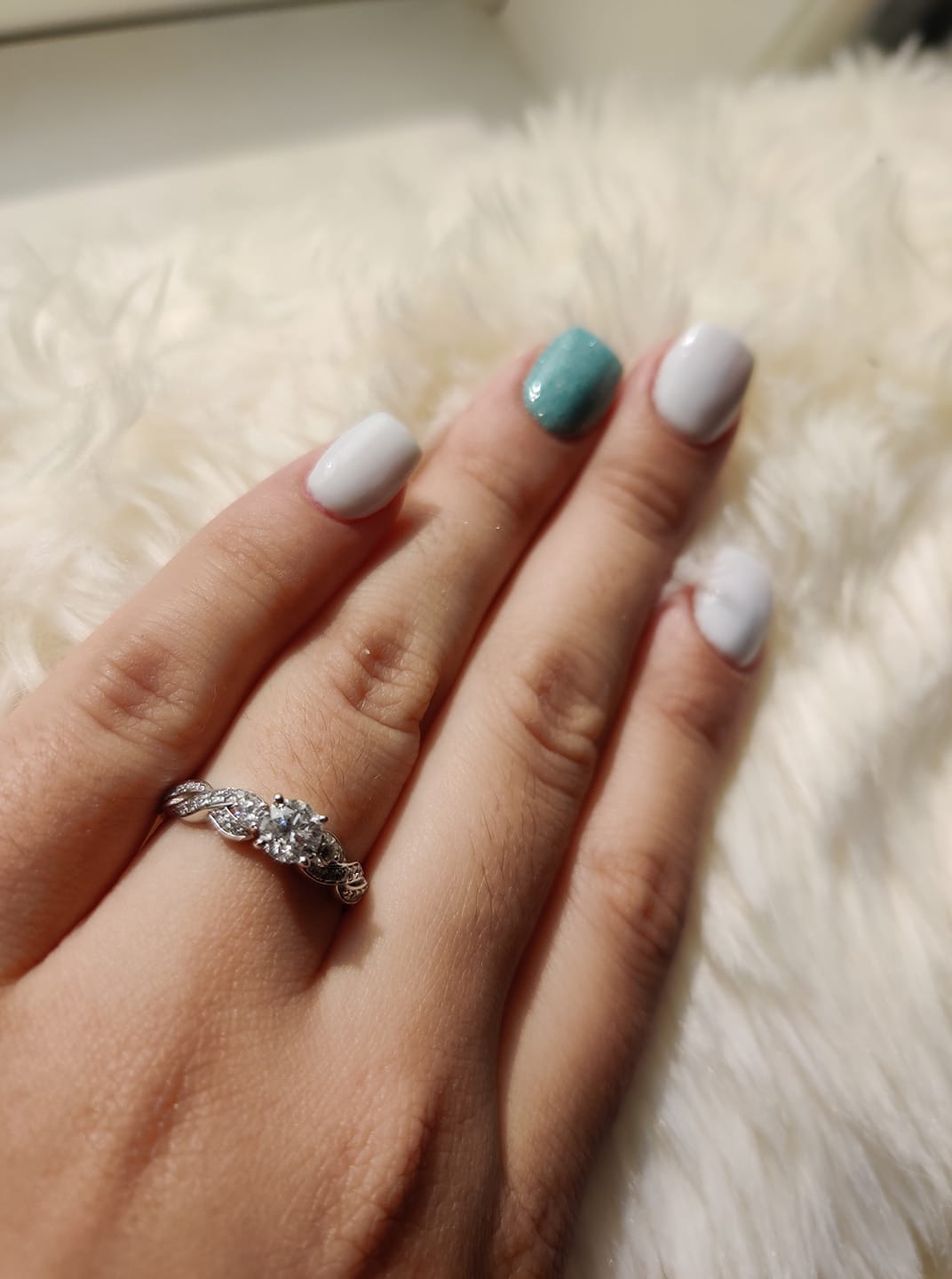 nice nails for engagement pictures