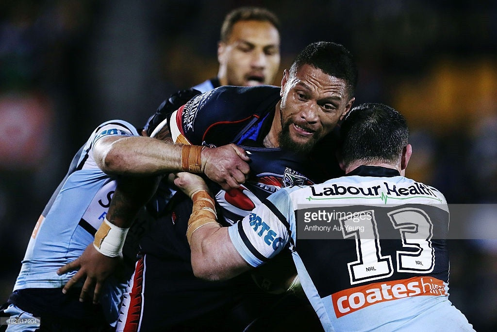Manu Vatuvei wears the Flawless Motion Shoulder Brace