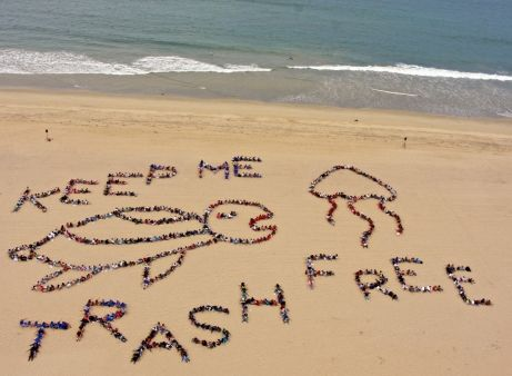 Keep the beaches trash free. PIYOGA beach clean up
