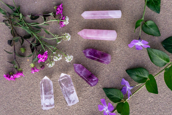 How to Use Healing Crystals to Deal with Stress from the Corona Virus - Rose Quartz, Amethyst, Clear Quartz, Selenite Sphere PIYOGA Labradorite Palm