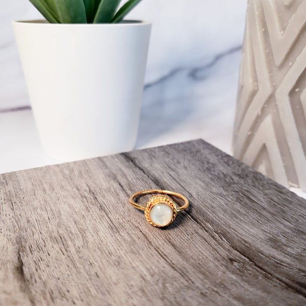 PIYOGA - White Oval Abalone - Gold Ring with White Abalone Shell