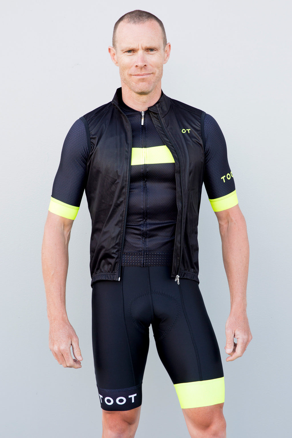 MENS GILET - BLACK WITH YELLOW