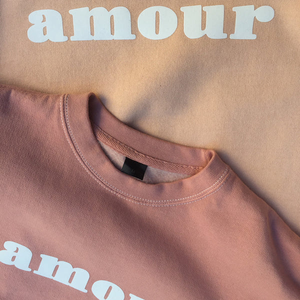 "CREWNECK ""AMOUR"" NUDE/ CHAIR"