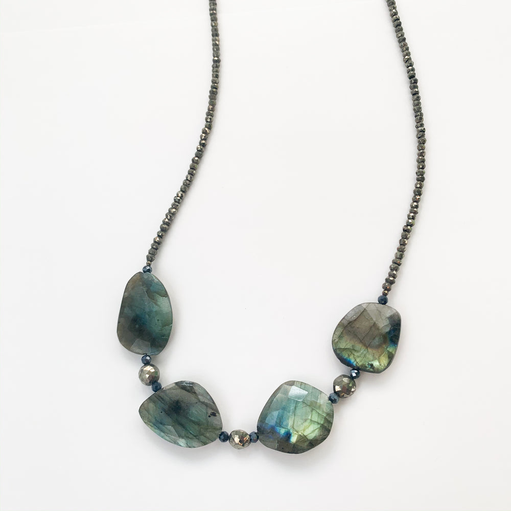Load image into Gallery viewer, Labradorite Claudina Necklace