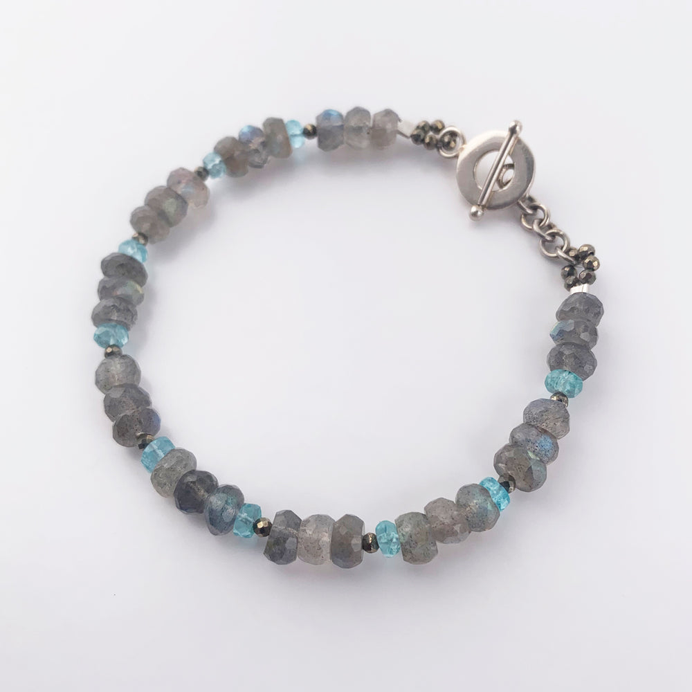 Load image into Gallery viewer, Labradorite Iris Bracelet