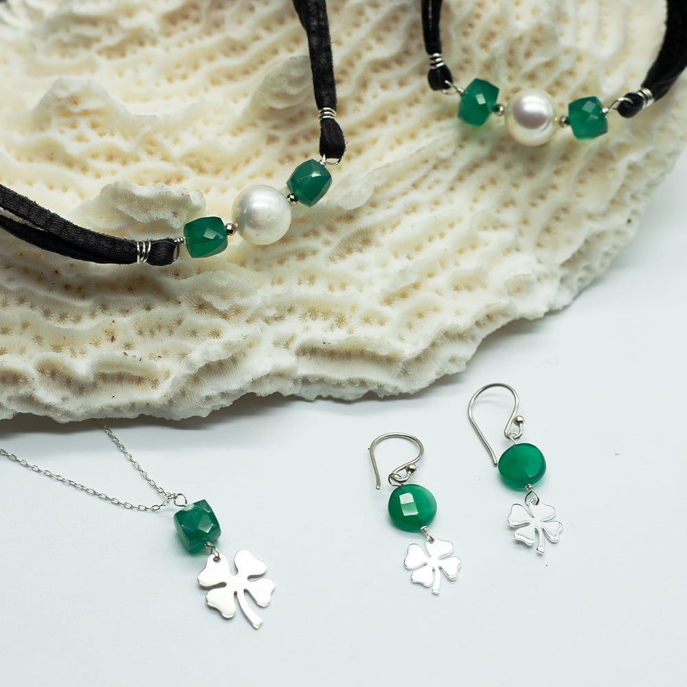 Load image into Gallery viewer, Lucky Clover Earrings