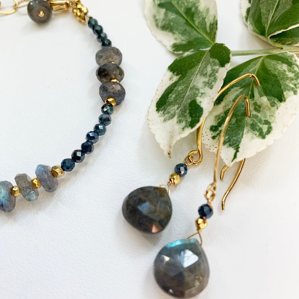 Load image into Gallery viewer, Labradorite Droplet Earrings