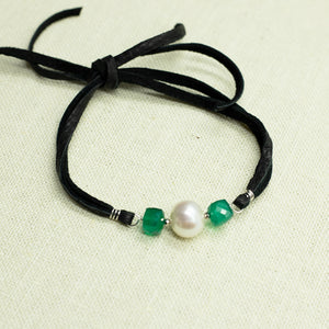 Load image into Gallery viewer, Green Onyx & Pearl Suede Bracelet