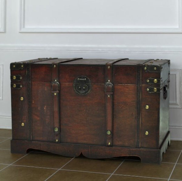 Gorgeous vintage wooden trunk/chest/coffee table