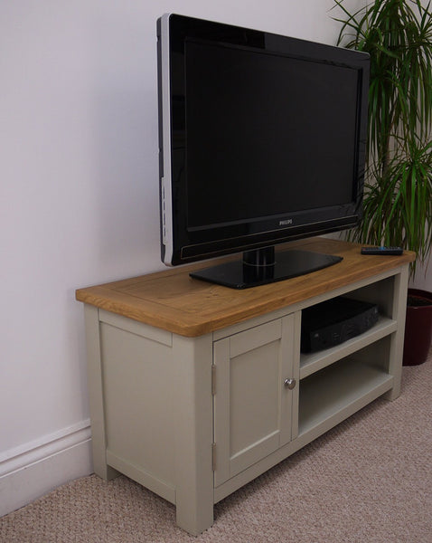 Heritage French Grey Oak medium TV/media/entertainment stand