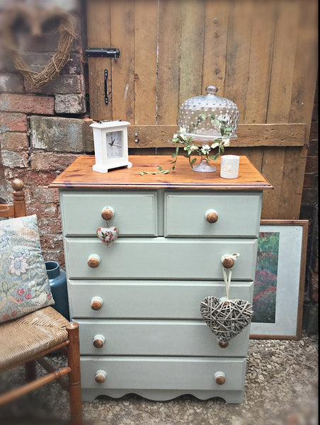 Chest of drawers in cotton sage