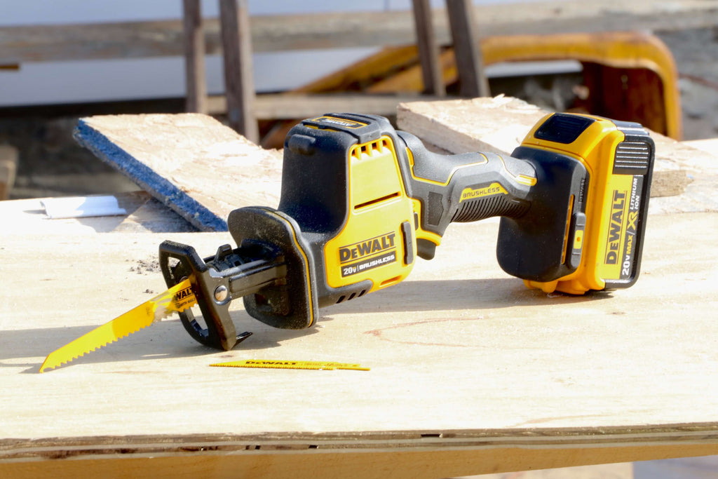 DEWALT ATOMIC 20-Volt MAX Brushless Compact Reciprocating Saw Tool Review