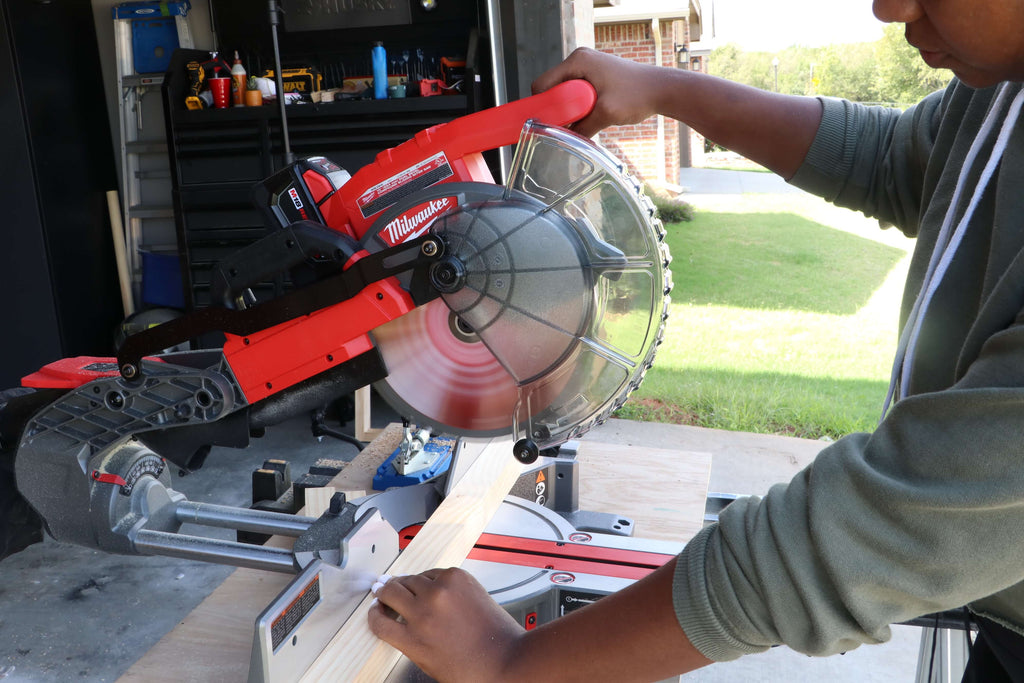 Using Milwaukee Cordless 10 in. Miter Saw to make cuts for a Console table