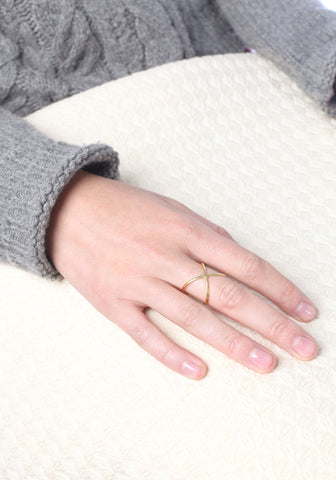 Thin criss cross ring