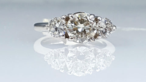 3 stones diamond engagement ring 2.00ct total weight