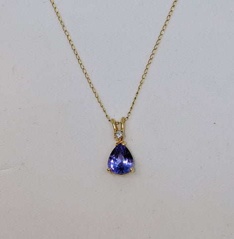 Tanzanite pendant with diamond