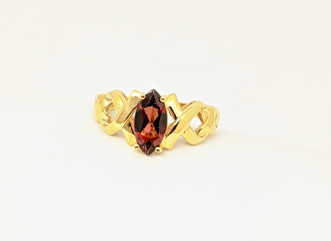 Garnet ring, Yellow gold