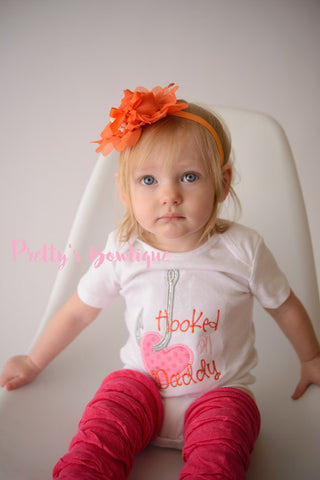 Baby Girl Hooked on Daddy bodysuit/Shirt -- Girls Fishing Outfit -- Baby shower gift -- little girls outfit -- Daddy's Girl shirt - Pretty's Bowtique
