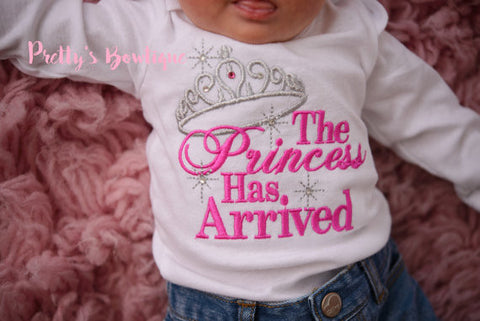 Baby girl The Princess has arrived shirt or bodysuit-- Baby Girl Coming home outfit -- Perfect for hospital or coming home outfit - Pretty's Bowtique