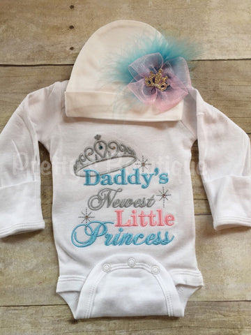 Baby Girl Coming Home Outfit -- Daddy's newest princess -- The Princess Has Arrived Embroidery Design Bodysuit & Hat Set -- Little sister - Pretty's Bowtique