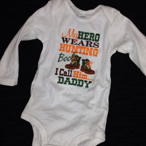 Hunting baby bodysuit -- Hero wears hunting boots bodysuit or T-Shirt -- My hero wears hunting boots - Pretty's Bowtique