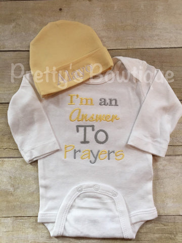 Baby coming home outfit-- I'm an answer to prayers -- baby bodysuit hospital or coming home outfit -- bodysuit and personalized beanie - Pretty's Bowtique