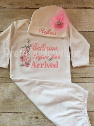 The Princess has arrived personalized newborn gown and hat set.  Perfect for hospital or coming home outfit - Pretty's Bowtique