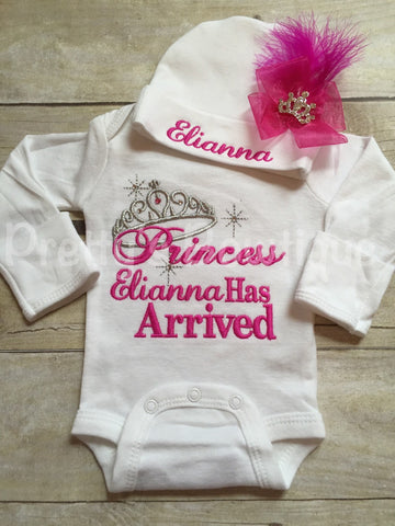 Baby girl coming home outfit -- The Princess has arrived bodysuit and hat set -- Personalized princess has arrived -- baby shower gift - Pretty's Bowtique