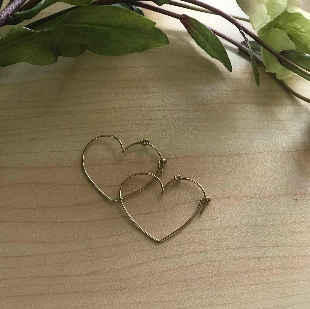 14 Karat Gold Heart Hoop Earrings - Earrings Chorthip