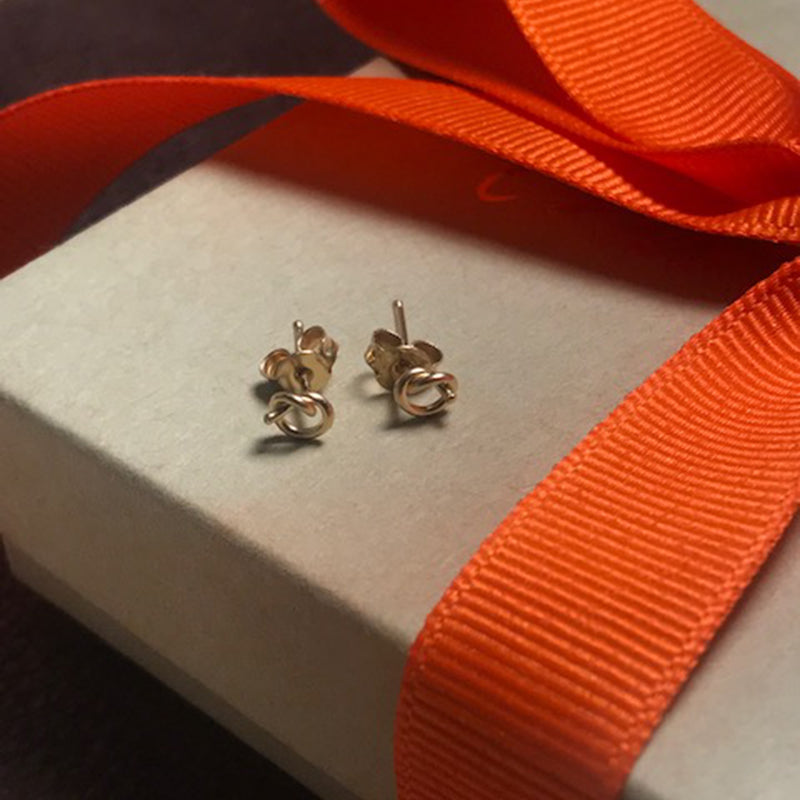 18 Karat Gold Love Knot Earrings - Earrings Chorthip