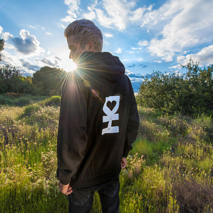 WHITE DH MAN WITH DESERT HEARTS LOGO ZIP HOODIE IN BLACK
