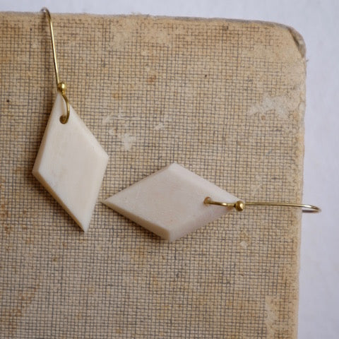 B&B Rhombus Earrings - Natural White