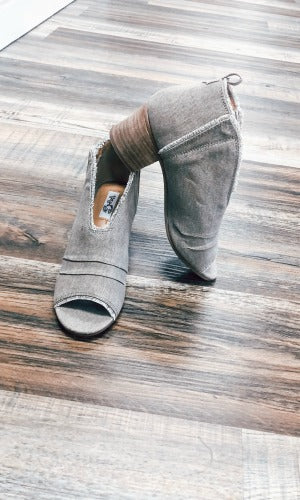Very G Sunshine Open toe taupe booties