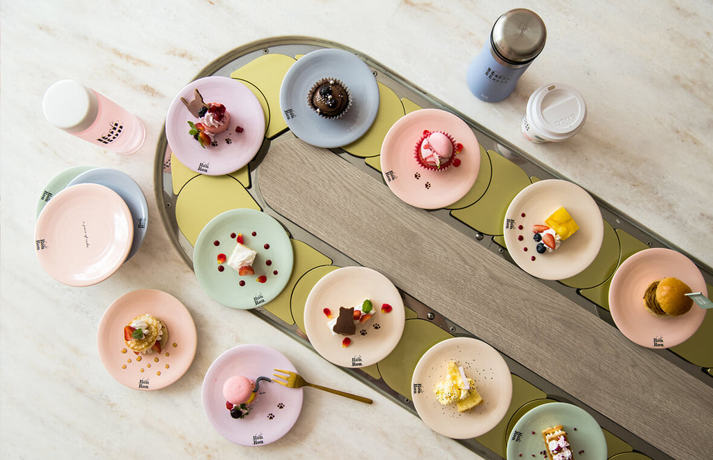 A New Way of Serving Dessert At an All-You-Can-Eat Conveyor Belt Cafe in Harajuku!