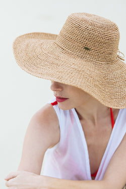 Hats - wide brim - made from straw - natural - Dreams