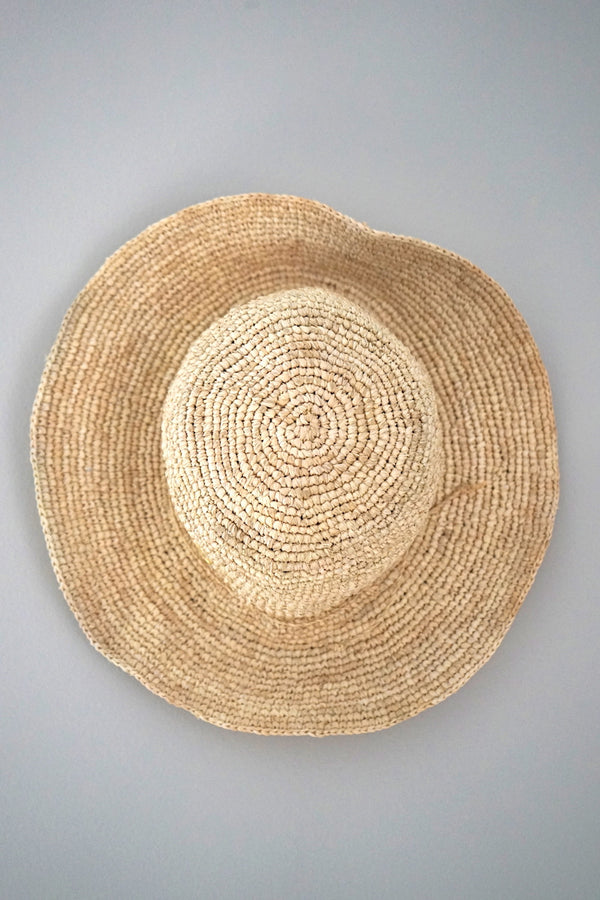 Hats - medium brim - made from straw - natural