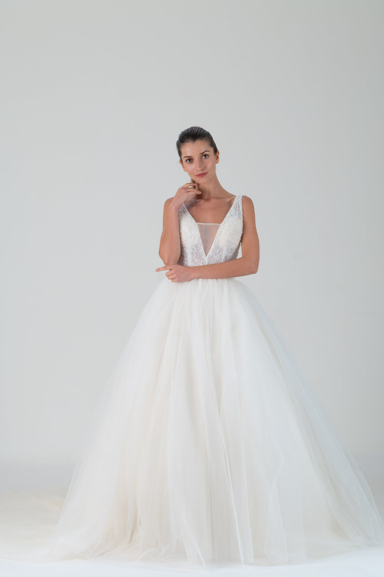 Qipology White Sleeveless Beaded Bodice Ballgown Tulle Wedding Dress