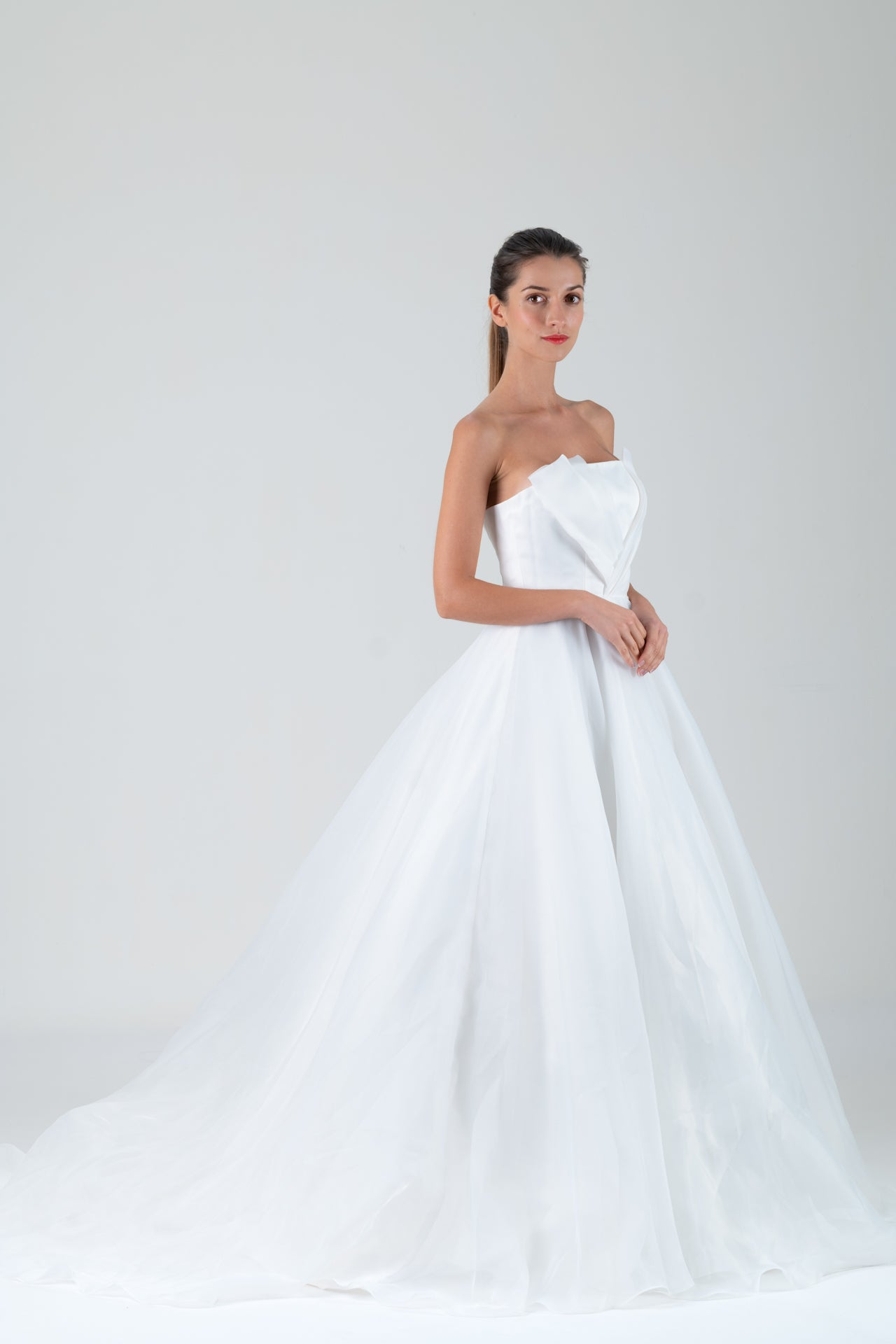 Qipology White Strapless Organza Ballgown Bridal Gown
