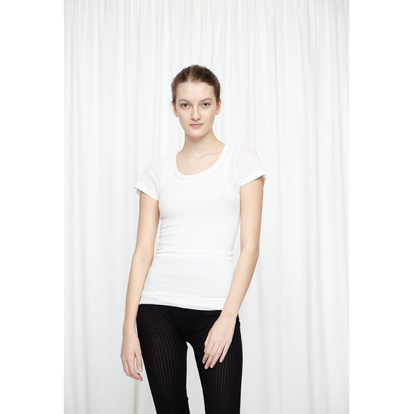 Seamless T-shirt with short cap sleeves and no side seam stitchings and deep neck drop on front. Perfect used for basic inner style or cover up before and after work out.