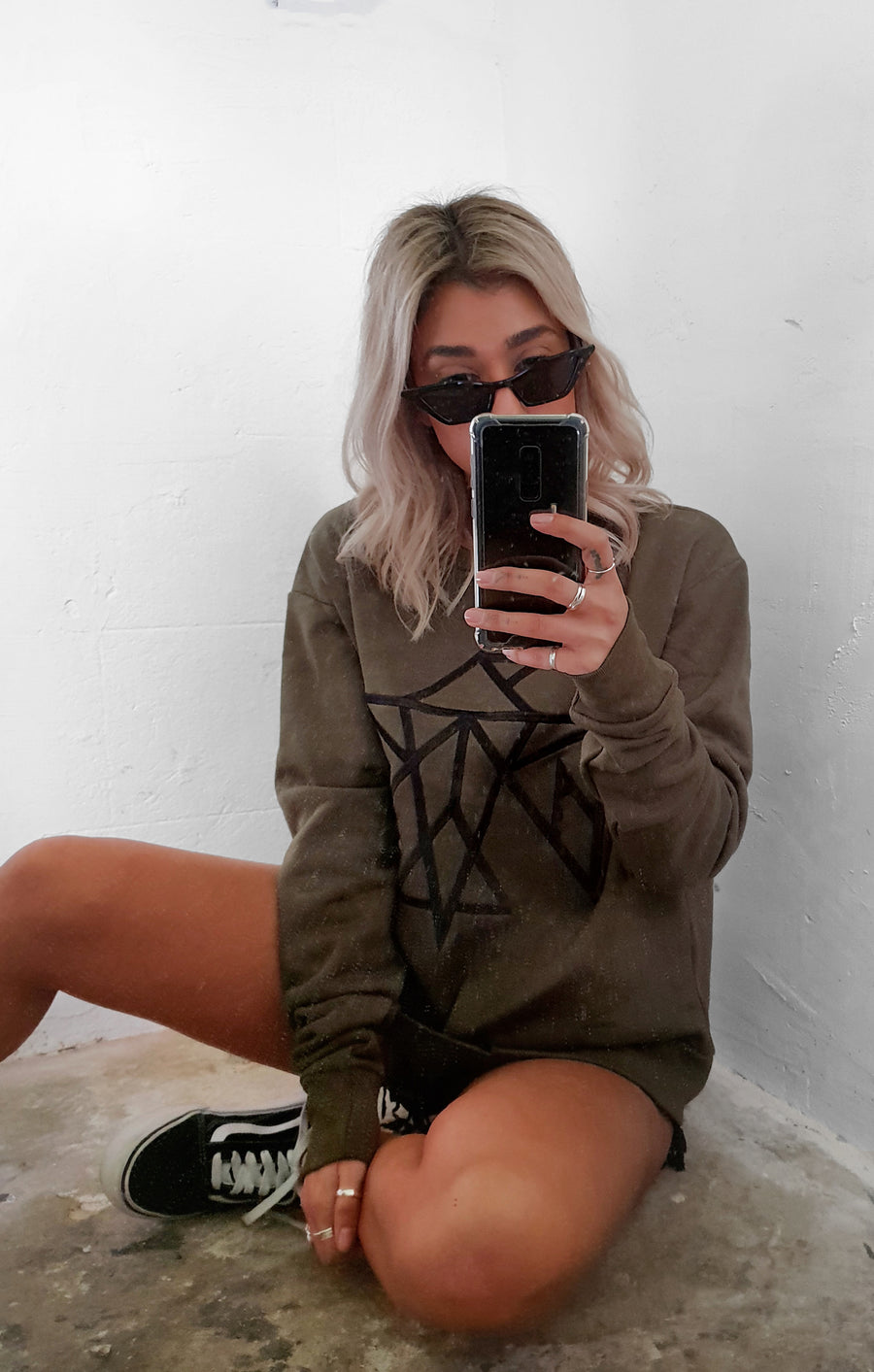 THE SIGNATURE BOYFRIEND JUMPER - KHAKI